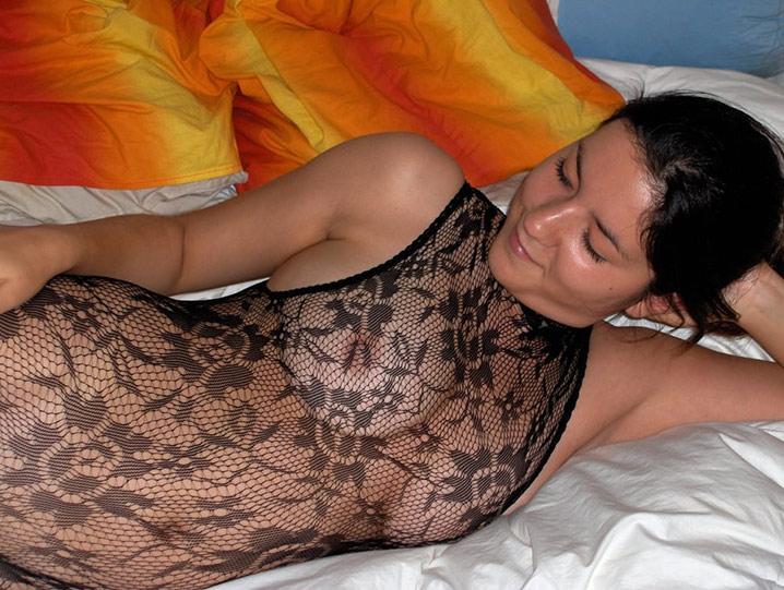 Aicha marocaine en résille suce 16